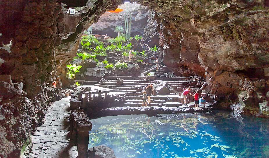 Ter ere van het 25 jarig bestaan van een reclamebureau, organiseerden een reis naar Lanzarote. In dit blog lees je ons reisverslag, inclusief leuke tips & must-do's voor jouw volgende trip!